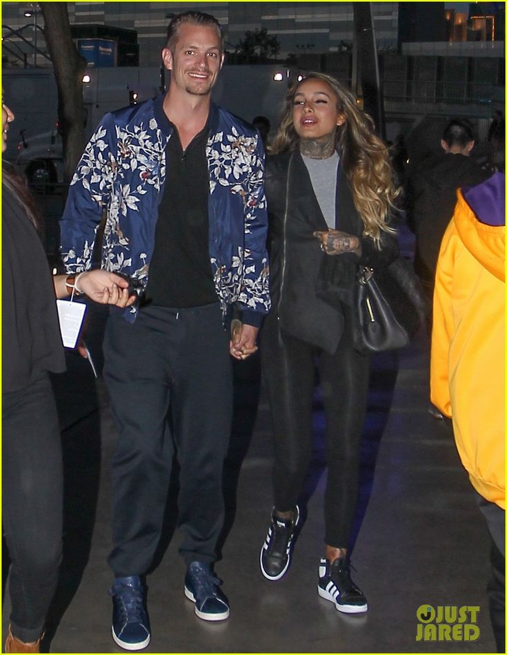 Joel Kinnaman & Girlfriend Cleo Wattenstrom Catch the Lakers Game Together: Photo #3610835. Joel Kinnaman and his girlfriend Cleo Wattenstrom make their way to the Staples Center to watch the Lakers play on Friday evening (March 18) in Los Angeles.    The…