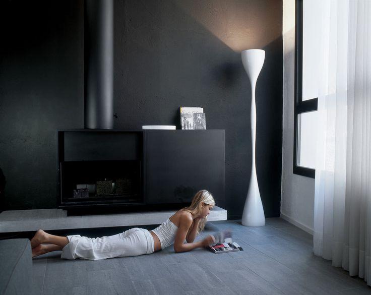 JAZZ | VIBIA Lámpara de pie moderna en lacado blanco. #iluminación #decoración