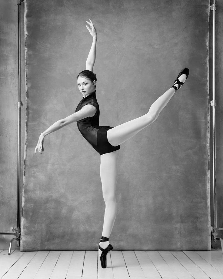 """6,657 次赞、 74 条评论 - BALLET PHOTOGRAPHY (@ayakovlevcom) 在 Instagram 发布:""""Specially for GRISHKO @grishkoworld . . Bolshoi Theater Soloist. Grishko ambassador. Alena Kovaleva…"""""""