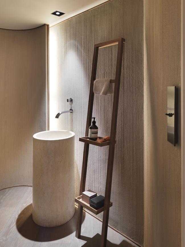 Piezas esculturales para el baño, inspiración en muebles de diseño