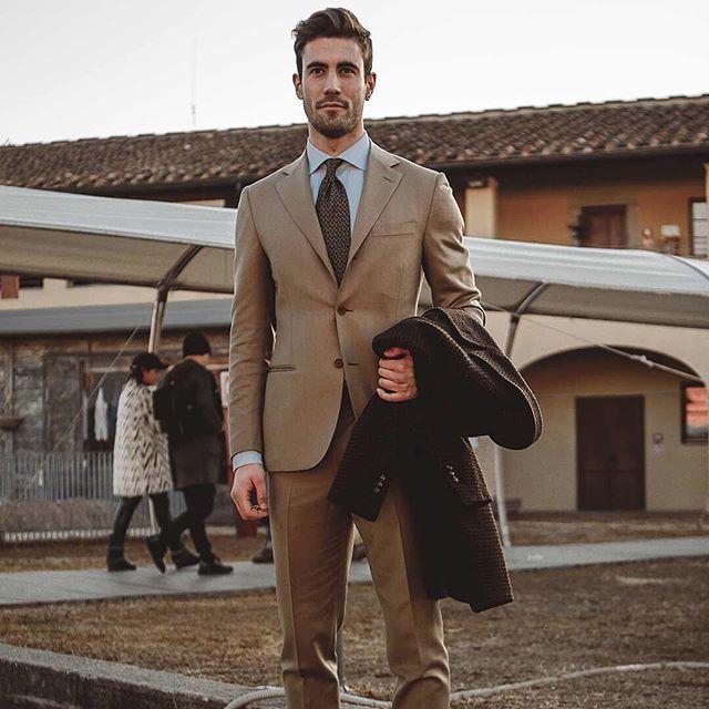 Puku tekee miehen näyttää personal shopper Jacopo Lazzari. Hän poseerasi meille keväisessä Firenzessä   via ELLE FINLAND MAGAZINE OFFICIAL INSTAGRAM - Fashion Campaigns  Haute Couture  Advertising  Editorial Photography  Magazine Cover Designs  Supermodels  Runway Models