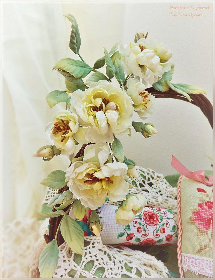 Веночек из цветов ручной работы украсит прическу, станет великолепным аксессуаром к платью или будет необычным декором Вашего интерьера.