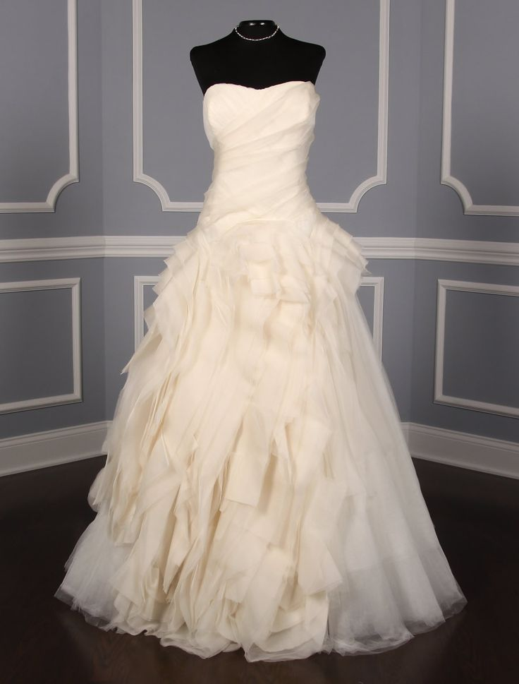 Vera wang wedding dresses princess discount wedding dresses for Vera wang used wedding dress