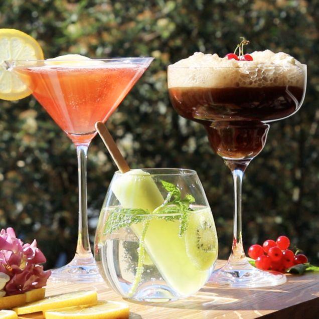 Floats är drinkar gjorda på glass och önskad dryck såsom läsk, vin eller sprit. Här är tre glassiga recept, både med alkohol och som en alkoholfri variant.