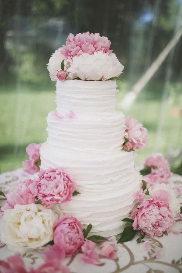 Bolo de casamento com textura  e Peônias - Textured Wedding Cakes   Ivory and Rose Cake Company   Bridal Musings Wedding Blog 4