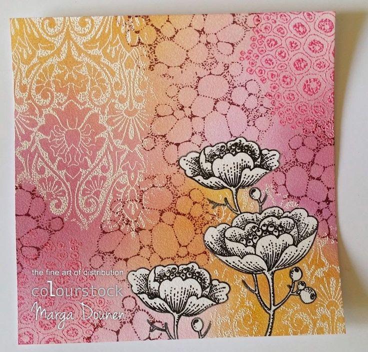 Hieronder een stappenplan hoe mijn kaart tot stand gekomen is. Stempel de bloemen op fluweelpapier met de Versafine onyx black ink...