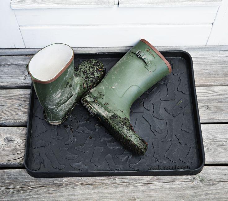 Tray Footwear Design 48 x 38 cm. Smart storage for boots and shoes. Perfect in the hallway or the summerhouse. http://tica-copenhagen.dk/index.php/shop/skobakker/skobakke-sko-sort-28x38cm-25.html