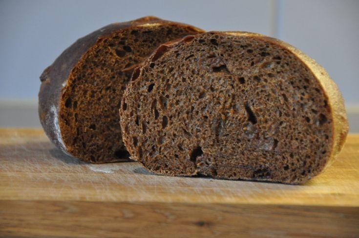 Såklart går det bra att baka vörtbröd på surdeg, det blir fantastiskt gott! Brödet gjordes med autolys och surdeg användes som enda jäsmedlet.