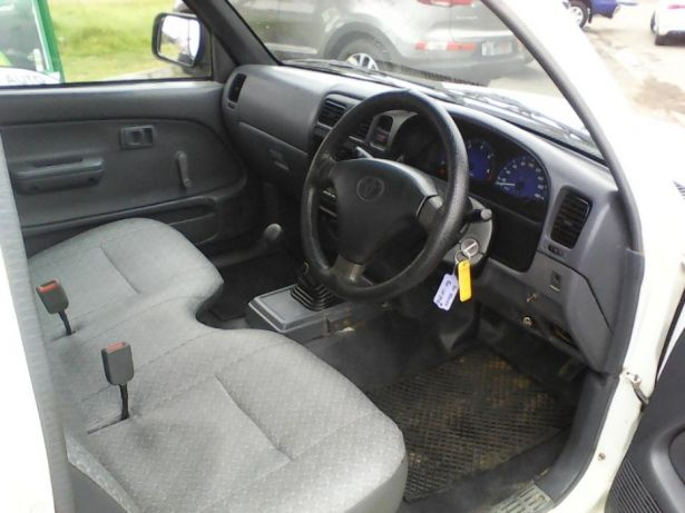 2002 Toyota Hilux 2.4 diesel Goodwood - image 4