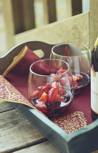 シャンパンライフ(Flickrの3liz4で赤ワインとStrawberrries ....)のような