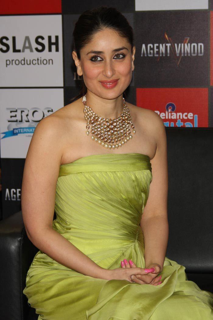 Kareena Kapoor, Kundan jewelry, Kundan jewellery, Kundan and Polki Jewelry, Jaipur Jewelry http://a-wedding-planner.blogspot.com/search/label/kundan