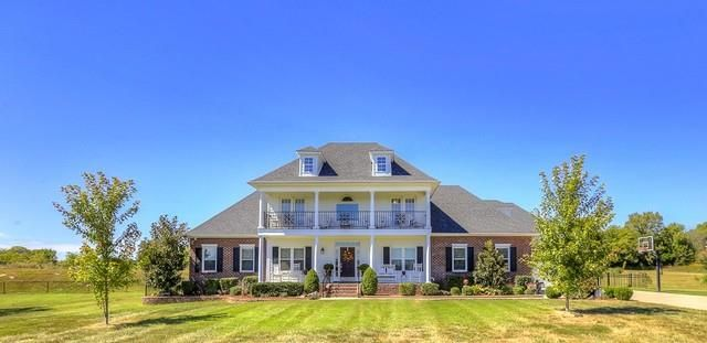 If you are planning to sell your Murfreesboro Homes, make sure the all the dusts are gone and that no clutter is lying about. You should also have to think about the features that will attract a buyer. Try to put yourself in the buyer's shoes and take a good look inside and out. Click this site http://www.talktodale.com/ for more information on Murfreesboro Homes.
