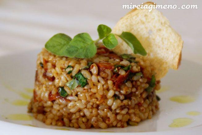 Arroz con ajos tiernos, tomate seco y orégano fresco http://www.mireiagimeno.com/recetas/arroz-con-ajos-tiernos-tomate-seco-y-oregano-seco