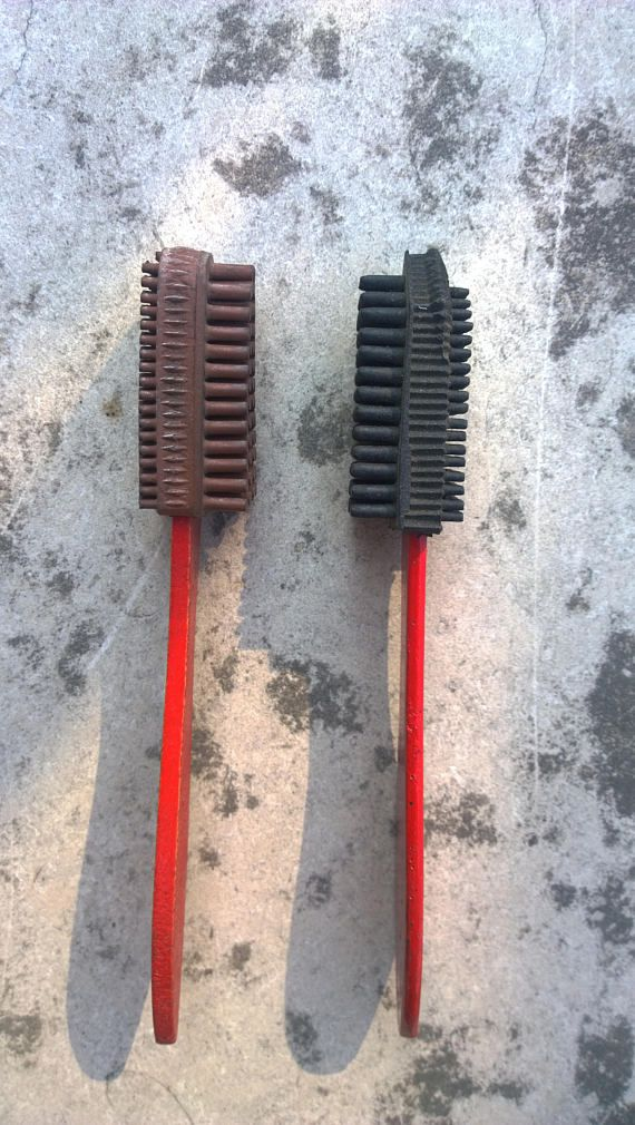 Set of 2 Vintage rubber shoe brushes/Shoe cleaner/Shoe polish