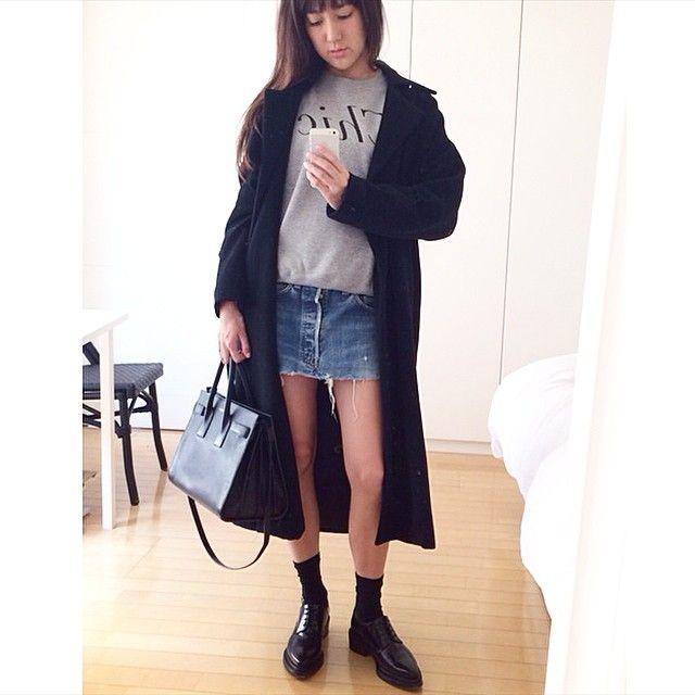 また今年も、 お母さんが90年代に着てた DONNA KARANコートが 大活躍。  pullover #canditokyo  coat #DONNAKARAN skirt #Levis shoes #AcneStudios bag #saintlairent