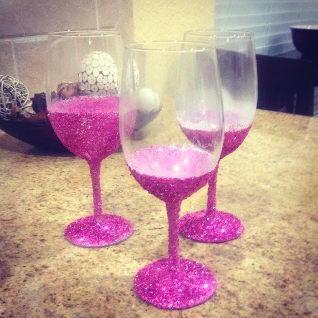 glitter wine glasses something extra for your wedding. Black Bedroom Furniture Sets. Home Design Ideas