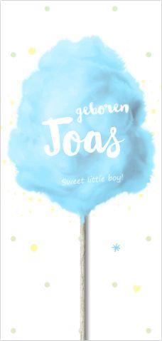 Feestelijk geboortekaartje voor een jongen. Met blauwe suikerspin, speelse spetters, hartjes, sterren en een houten stokje. Alles is te bewerken. Enveloppen zijn los bij te bestellen.