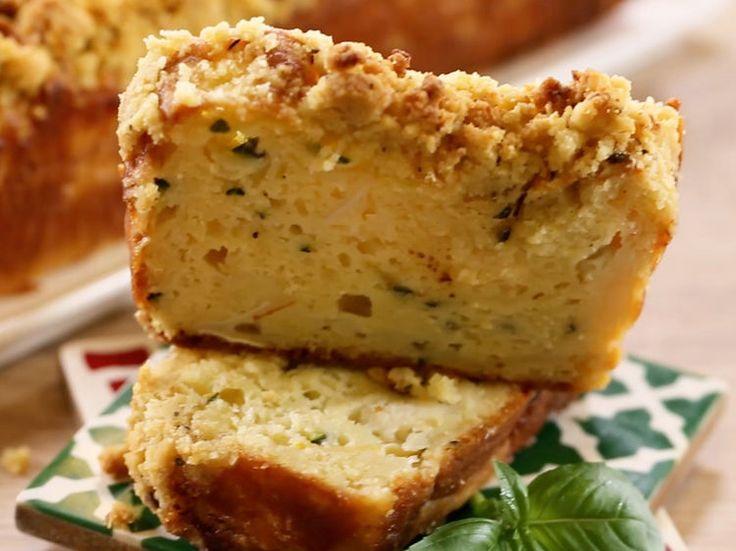 Notre cake salé préféré rencontre le crumble à l'huile d'olive. Un délice à emporter en pique-nique ou à dévorer à l'apéro !