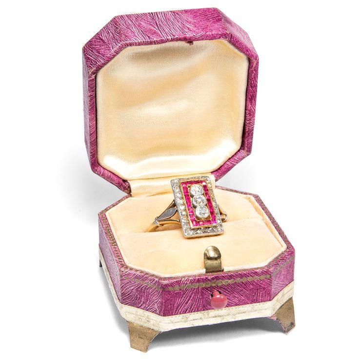 Wie Feuer und Eis - Exzellenter Ring der Belle Époque mit Diamanten & kalibrierten Rubinen, um 1910 von Hofer Antikschmuck aus Berlin // #hoferantikschmuck #antik #schmuck #Ringe #antique #jewellery #jewelry // www.hofer-antikschmuck.de