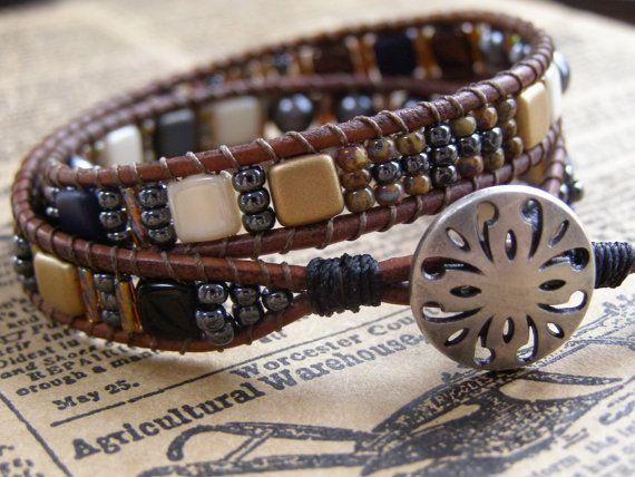 Double enveloppe en cuir et Tila Bead Bracelet par MaryWolfJewelry