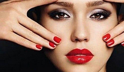 Девушки от 18 до 28 лет, которые хотят увеличить объем губ, сделав их пухлее и сексуальнее. Как правило, эта категория пациентов от природы имеет аккуратные губы. Но они стремятся к идеальному образу, который диктуют глянцевые журналы – например, стать похожей на всем известную Анджелина Джоли. Такие девушки считают, что совершенные губы станут завершающим штрихом их идеальной внешности.