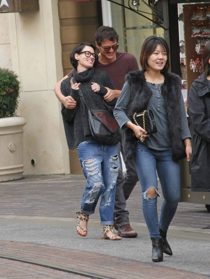 Lena Headey walking with Pedro Pascal shopping at The Grove - http://celebs-life.com/?p=73667