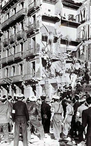 Efectes del bombardeig del 18 de març de 1938 Aquell dia van caure sobre la ciutat 30 bombes de 20 quilos, 24 de 250 quilos i fins a 48 bombes de 100 quilos de pes cadascuna.