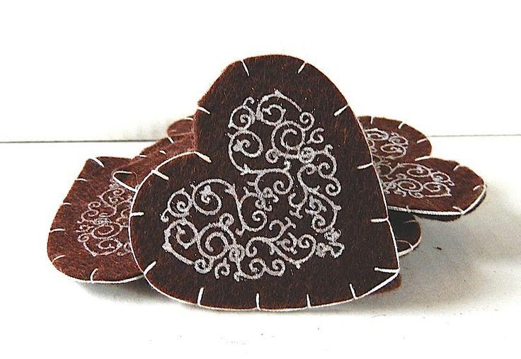 Cuori grandi feltro lana marrone stencil bianco 7 cm, by incanto e delizia, 5,50 € su misshobby.com