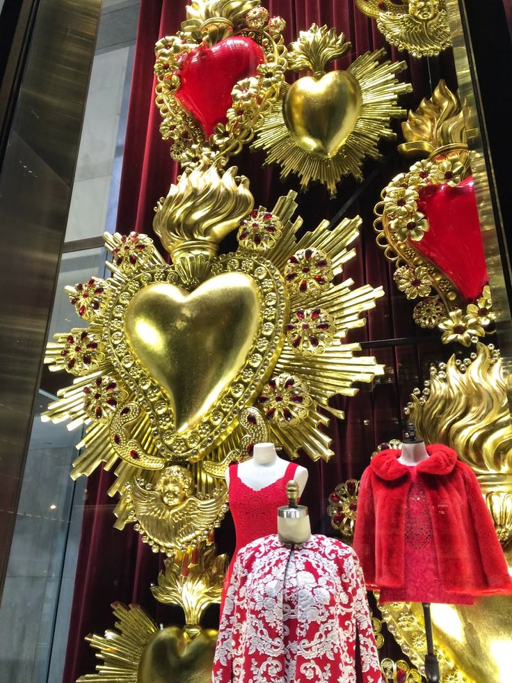 """DOLCE&GABBANA, Valentine's Day, New York, """"Cuore D'oro"""", (Heart of Gold) , close-up, photo by Step into the Window, pinned by Ton van der Veer"""