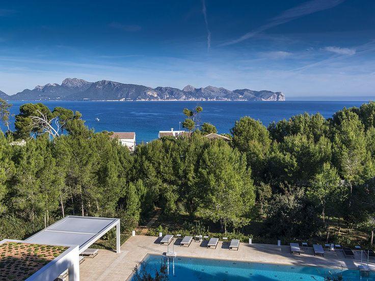 Luxury Holiday Villa Grandiosa, Alcudia, Mallorca North, sleeps 20, pool