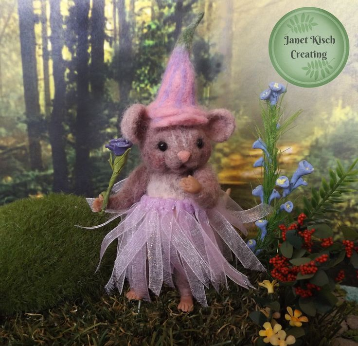 needle felted mouse. A sweet Princess https://www.facebook.com/janetkischcreating/