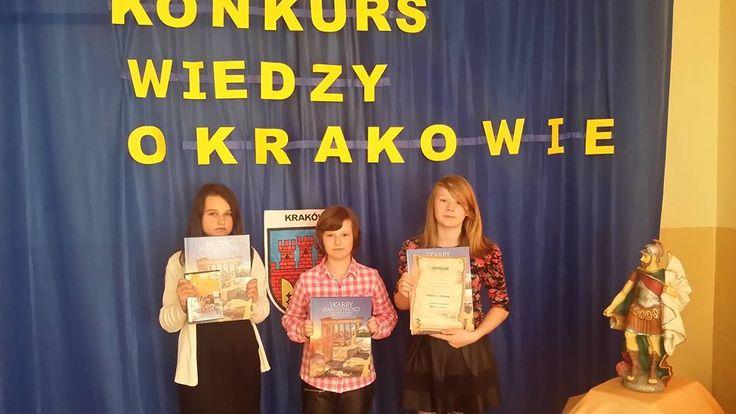 Ja (Karolina), Kinga i Laura braliśmy udział w konkursie o Krakowie. Uczyliśmy się bardzo pilnie, lecz tylko przez tydzień. Zajęliśmy wysokie 2 miejsce. :) Dwa dni przed konkursem pojechaliśmy do Krakowa, by wszystko co mieliśmy się nauczyć, zwiedzić.