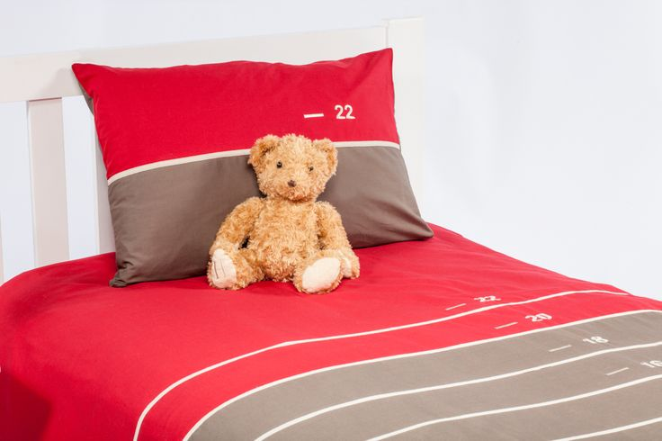 This fabulous French designed quilt cover teams red and brown to great effect.  This quilt cover will look fantastic in your child's bedroom.