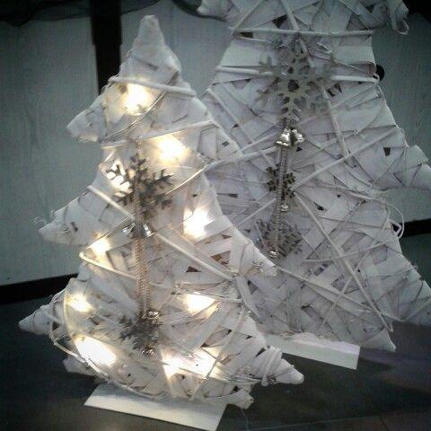 ★★Los arbolitos con luz.Funcionan con pilas. ★★ Ya en nuestra web→→→muy poquitas unidades→→→ www.lamparasyregalos.es/seleccionar-producto.php?producto=2439 #arbolnavidad #luz #led #arbol #homestyle #martes #felizmartes #lamparas #lamparasyregalos #regalos #regaloideal #navidad #regalosnavidad #decoracion #moda #tendencia #blanco #envios #online #españa #paratodaespaña #coruña #madrid #barcelona #sevilla #guadalajara #donosti