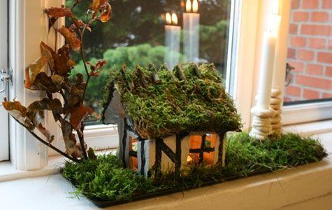 Trylledej er et billigt materiale, og børnene kan være med. Huset med vinduer kan laves simpelt eller med masser af nuancer.