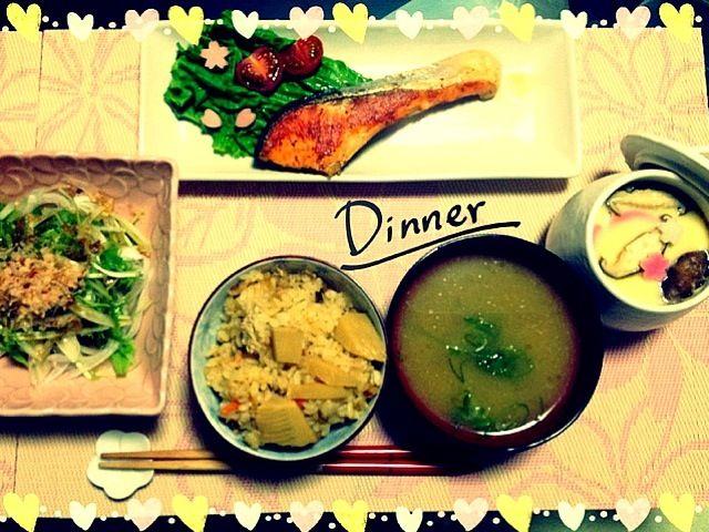 旬の食材で夕飯 - 80件のもぐもぐ - 竹の子の炊き込みご飯、茶碗蒸し、鮭のバジルオリーブオイル漬け焼き、新玉ねぎと水菜のサラダ、なめこのお味噌汁 by Maricoskitchen