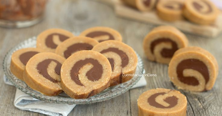 Le girelle di biscotti alla Nutella senza cottura sono dei deliziosi dolcetti che si preparano in pochissimi minuti, senza burro, vanno a ruba!