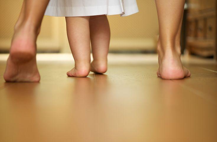 Παρά το γεγονός ότι η περπατούσα ευθύνεται για την πλειοψηφία των ατυχημάτων που συμβαίνουν στη βρεφική ηλικία, οι γονείς εξακολουθούν να τη χρησιμοποιούν, γιατί αισθάνονται ότι είναι μια καλή ν