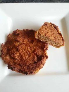 Dit recept voor appelkoeken van havermout is geschikt gemaakt voor de airfryer. Qua structuur zit de uiteindelijke koek tussen cake en een koek in.