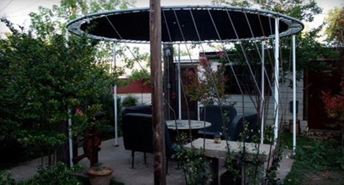 DIY Recycled Trampoline Patio Awning-8 Top Trampoline Hacks                                                                                                                                                                                 Mehr