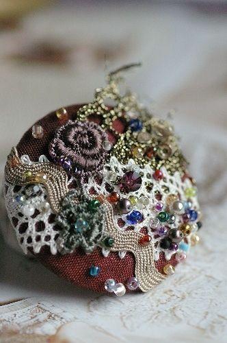 くるみボタンブローチの作り方|コサージュ・ブローチ|ファッション小物