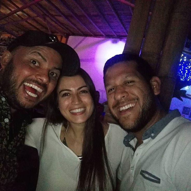 @sebastian1895 @lina_ara los más lokos de la fiesta  vamos a emborracharnos hasta las .....