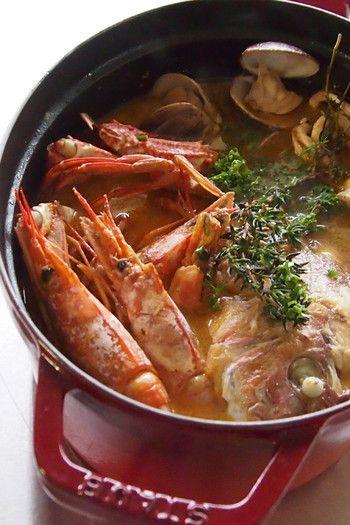 ガチなブイヤベース  魚のアラ、野菜、魚介と3回の出汁を使って、奥深い味に。蟹やエビ、魚介たっぷりの具を入れて、豪華な仕上がりになっています。特別な日に、いかがですか。