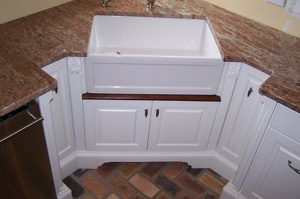 Corner Apron Sink : like to get a better look at the zigzags around my corner apron sink ...
