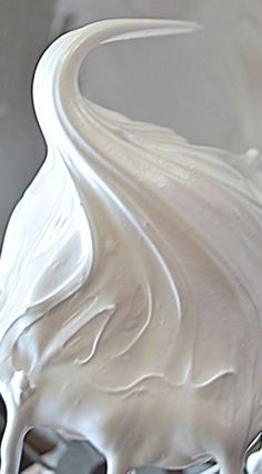 Mom's Marshmallow Frosting ~ It's like a marshmallow fluff, only smoother, fluffier, and not quite so sweet... It's easy! No need for thermometer's, double boilers, or 7 minute timers!