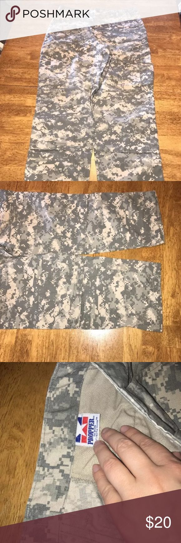 """Propper men's tactical pants camo size medium This is a pair of men's Propper tactical no fly zone camo pants size medium regular. The inseam measures approx 32"""" long. Propper Pants Cargo"""