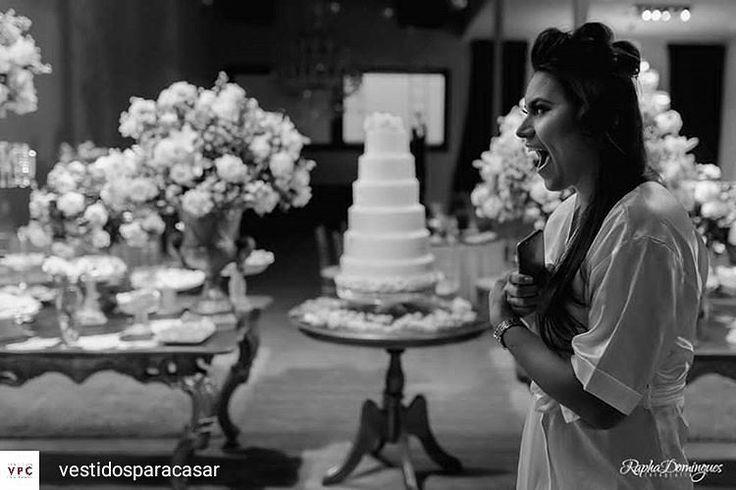 Corre no blog @vestidosparacasar !!! Lá os noivos @amandasilvadesouza e @chef_tiagoferreira contam um pouco de como passaram por todas as emoções até chegar no altar... ************** #regrann [#Momentos] Reação da noiva quando viu a decoração do casamento. Não tem preço que pague isso né?  Foi clássico e o cenário arrebatador. Amanda e Tiago disseram sim no jardim do @zgardeneventos  Lá no blog Amanda conta um pouco a história dos dois e publicamos algumas fotos do casamento. Acesse já…