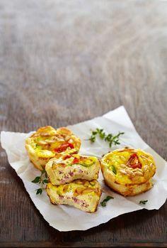 Nydelig porsjonspaier med kremost, cherrytomat og kokt skinke. Små porsjonspaier er populært å få i matpakken, til lunsj og til middag.