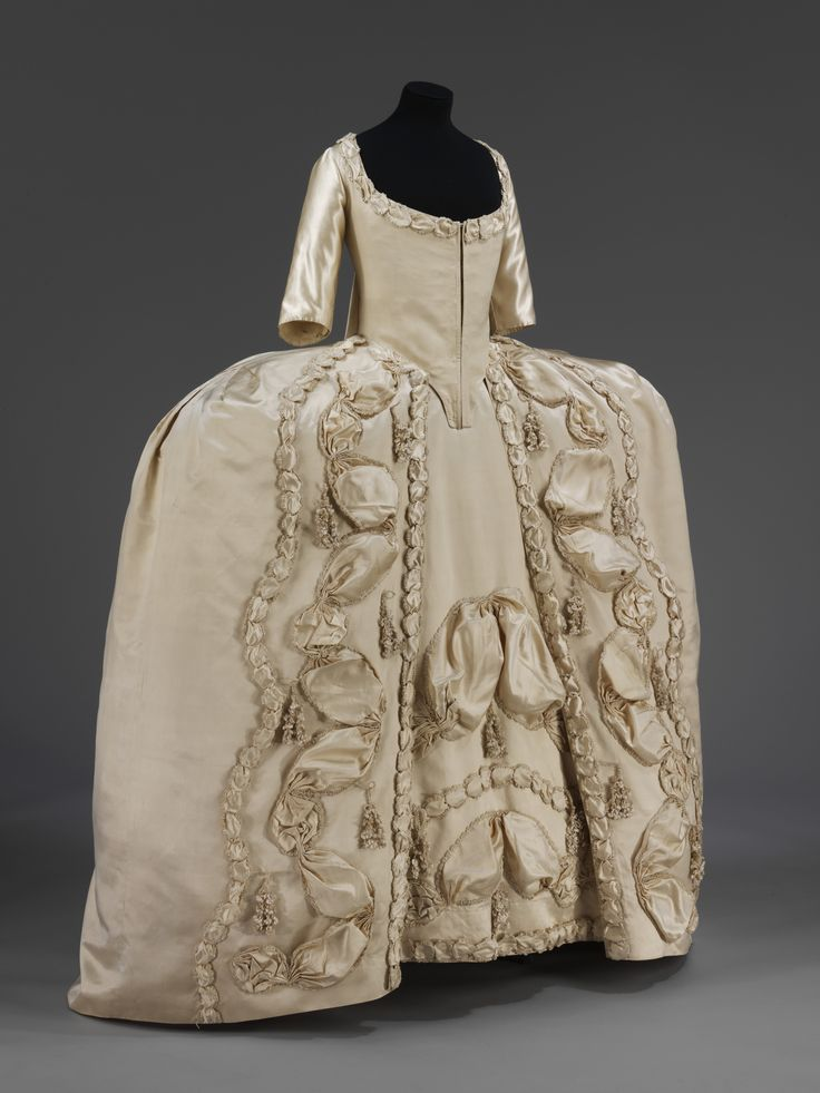 Silk Satin Court dress, British, 1775-80. Find out more http://collections.vam.ac.uk/item/O127146/court-dress-unknown/