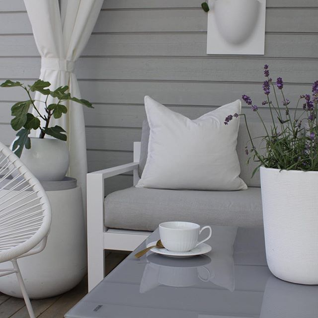 Going home from #vacation 🌞Having a few new house projects that i'm looking forward to start on. Have a nice evening ✨ _____________________________ #myhome #hannenovhome #outdoorlife #outdoorliving #gardeninterior #homestyling #homedecor #onlyinterior #nordichome #nordicdesign #skandinaviskahem #scandicinterior #kajastef #jorunn_ls #boligmagasinetdk #boligstyling #roominterior #vakrehjem #kkliving